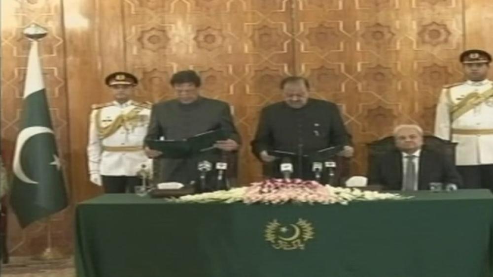 इमरान खान ने पाकिस्तान के 22वें पीएम के रूप में ली शपथ