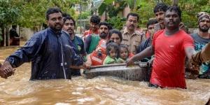 केरल में बाढ़ से अब तक 370 लोगों की मौत
