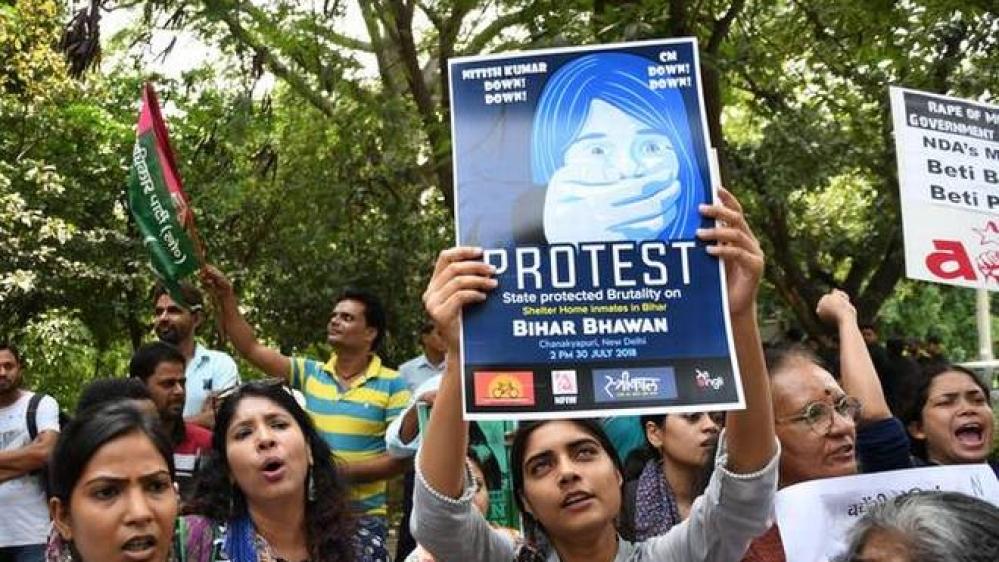 मुजफ्फरपुर कांड के विरोध में महिलाओं और बालिकाओं का प्रदर्शन