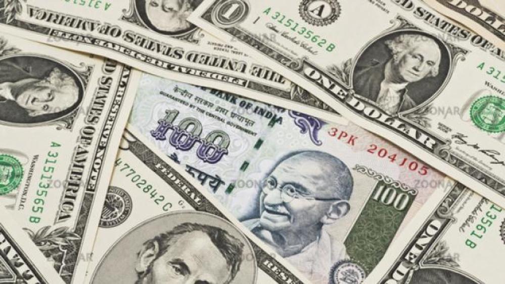 डॉलर के मुकाबले रुपये में रिकॉड गिरावट