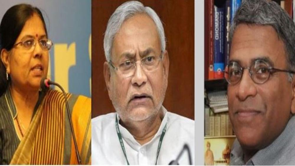 (बाएं से) बिहार की पूर्व समाज कल्याण मंत्री मंजू वर्मा, जेडीयू प्रमुख नीतीश कुमार और राज्यसभा के नव निर्वाचित उप सभापति हरिवंश