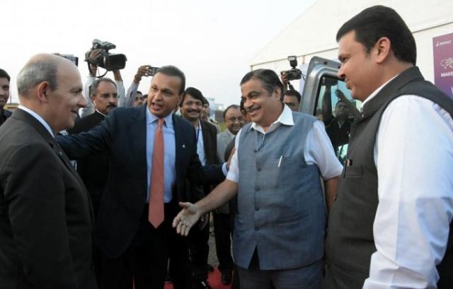 दसॉल्ट एविएशन के सीईओ एरिक ट्रैपिए के साथ अनिल अंबानी, केंद्रीय मंत्री नितिन गडकरी और महाराष्ट्र के मुख्यमंत्री देवेंद्र फड़णवीस