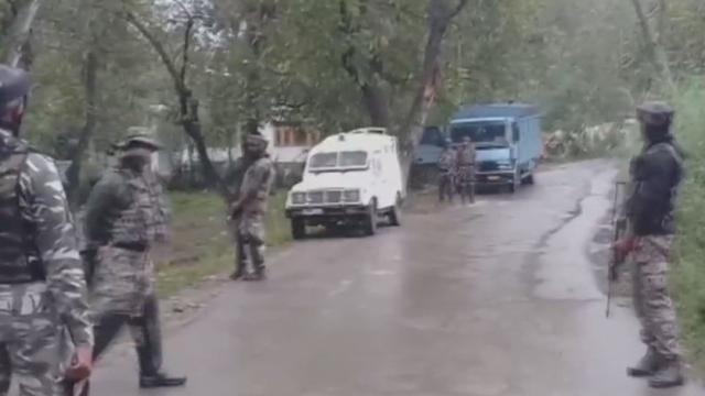 जम्मू कश्मीर के कुलगाम में सेना और आतंकियों के बीच मुठभेड़ में 5 आतंकी ढेर