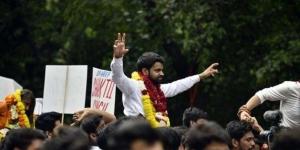 एबीवीपी के अंकित बसोया डूसू चुनाव में जीत के बाद जश्न मनाते हुए