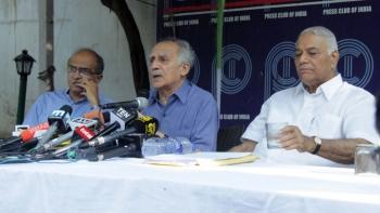 अरुण शौरी और यशवंत सिन्हा ने आरोप लगाया कि राफेल डील में पीएम मोदी सीधे तौर पर शामिल