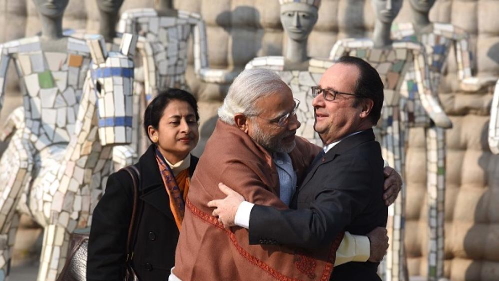24 जनवरी 2016 को फ्रांस के तत्कालीन राष्ट्रपति फ्रांस्वां ओलांद के साथ चंडीगढ़ के रॉक गार्डन में प्रधानमंत्री नरेंद्र मोदी। उस वर्ष ओलांद गणतंत्र दिवस समारोह में विशेष अतिथि थे