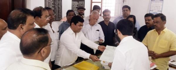 गोवा में कांग्रेस ने पेश किया सरकार बनाने का दावा