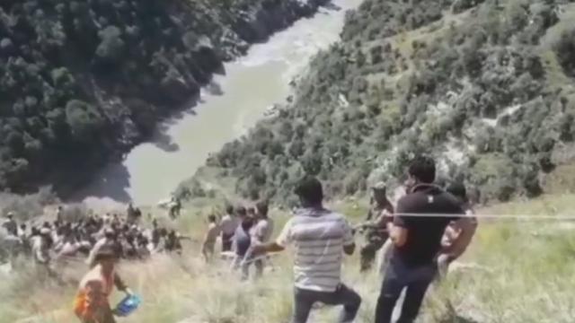 जम्मू-कश्मीर के किश्तवाड़ में यात्रियों से भरी बस चिनाब नदी में गिरी, 11 लोगों की मौत