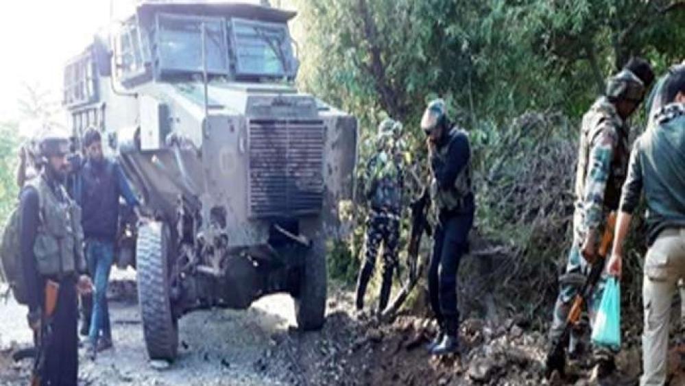 जम्मू-कश्मीर के पुलवामा में सेना के गश्ती दल पर आतंकी हमला