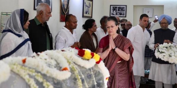 मनमोहन सिंह, सोनिया और राहुल गांधी ने एनडी तिवारी को दी श्रद्धांजलि