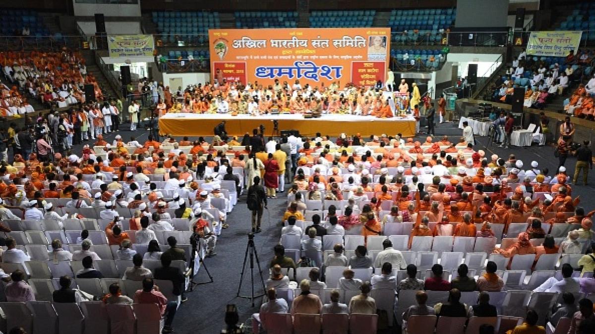 राम मंदिर के लिए अध्यादेश लाए सरकार, 2019 में करा देंगे नैया पार: संतों का मोदी को 'धर्मादेश'