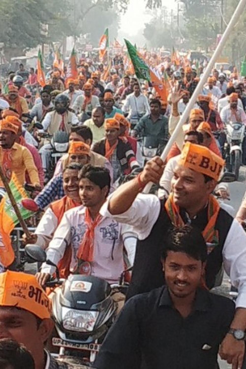 उत्तर प्रदेश में बीजेपी की कमल संदेश बाइक रैली जमकर नियमों की धज्जियां उड़ाई गई