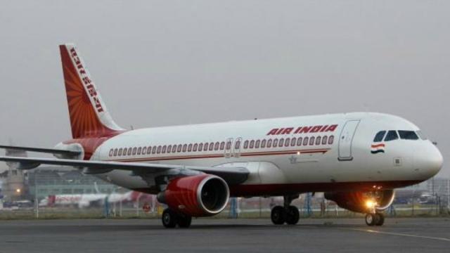 मुंबई एयरपोर्ट पर एयर इंडिया के ग्राउंड स्टाफ की हड़ताल