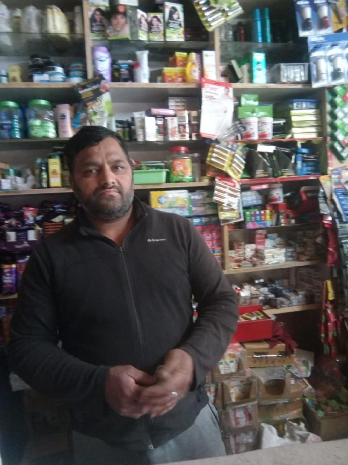 प्रीणी में किराने की दुकान चलाने वाले और देशराज राणा