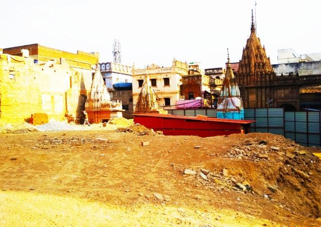 वाराणसी के नक्शे से मिट चुके  लाहौरी मोहल्ले के लोग  कोस रहे हैं मोदी को !