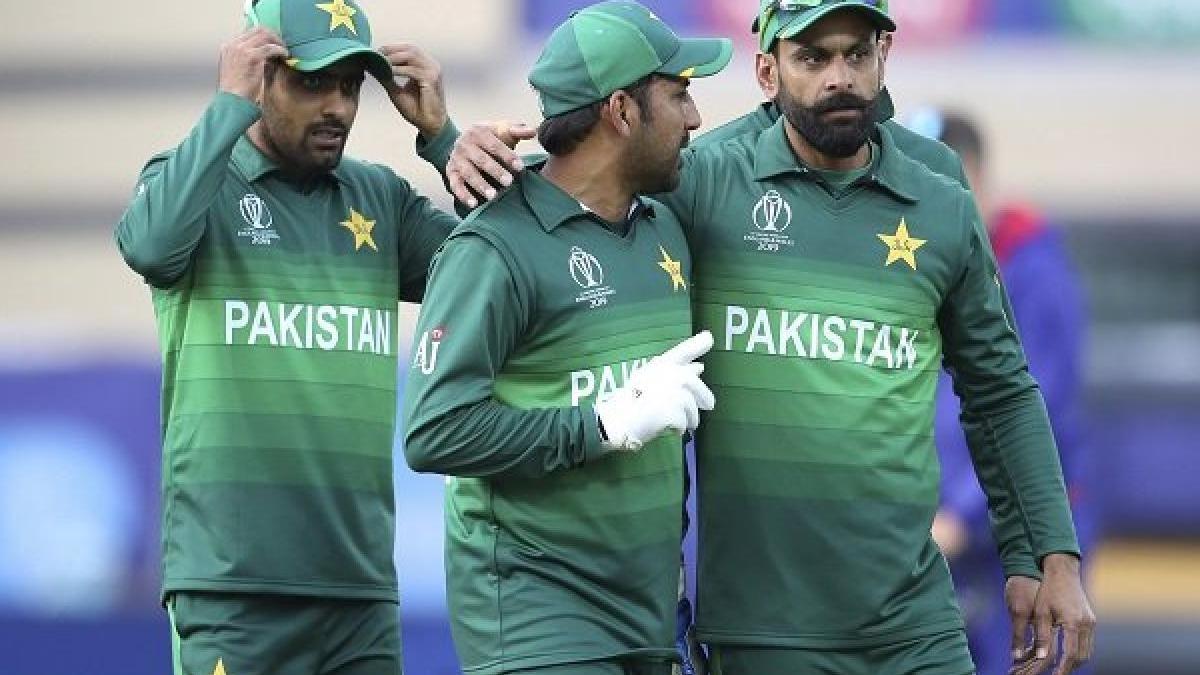 भारत से हार के बाद खौफ में पाकिस्तानी टीम, कप्तान सरफराज ने खिलाड़ियों को दी धमकी, कहा- मैं अकेला नहीं लौटूंगा !