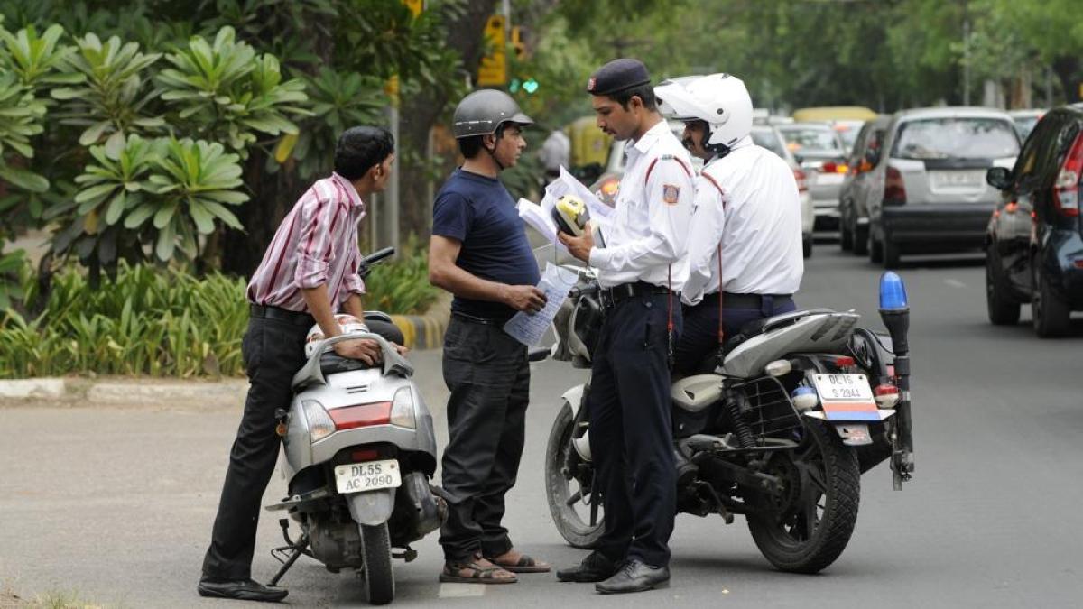 यातायात के नियमों की अनदेखी पड़ सकती है भारी, मोटर वाहन बिल को कैबिनेट की  मंजूरी, जानिए कितना लगेगा जुर्माना