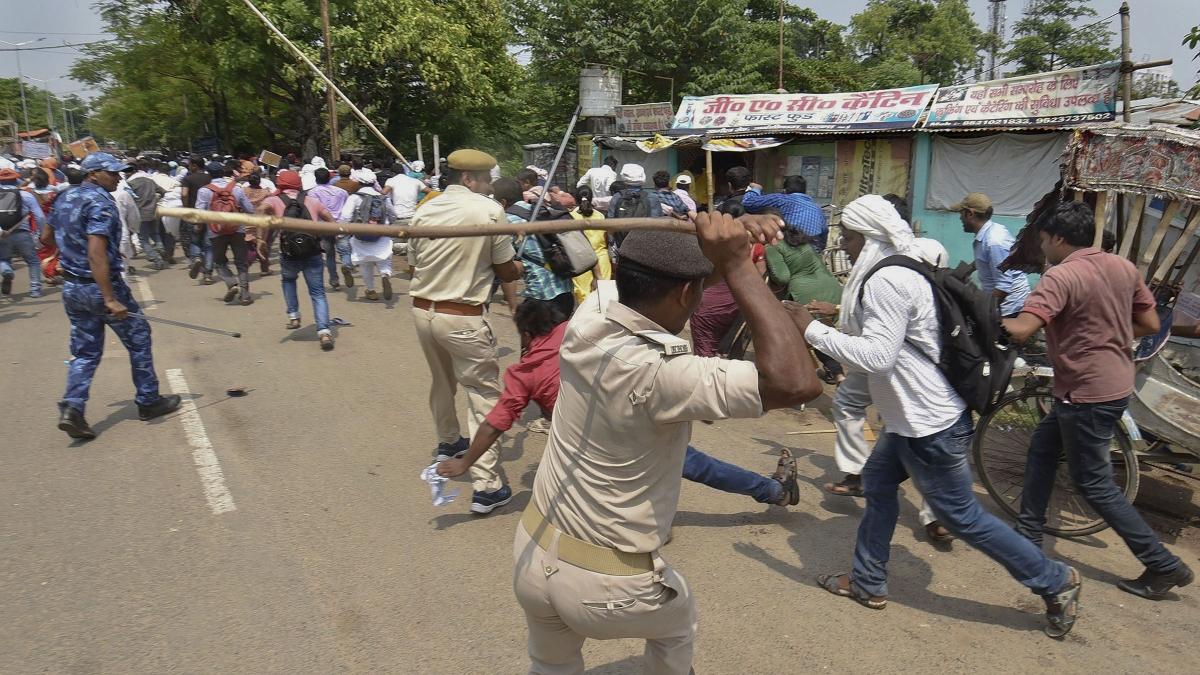 नीतीश राज में कंप्यूटर शिक्षकों पर लाठीचार्ज, अपनी मांगों को लेकर कर रहे थे प्रदर्शन