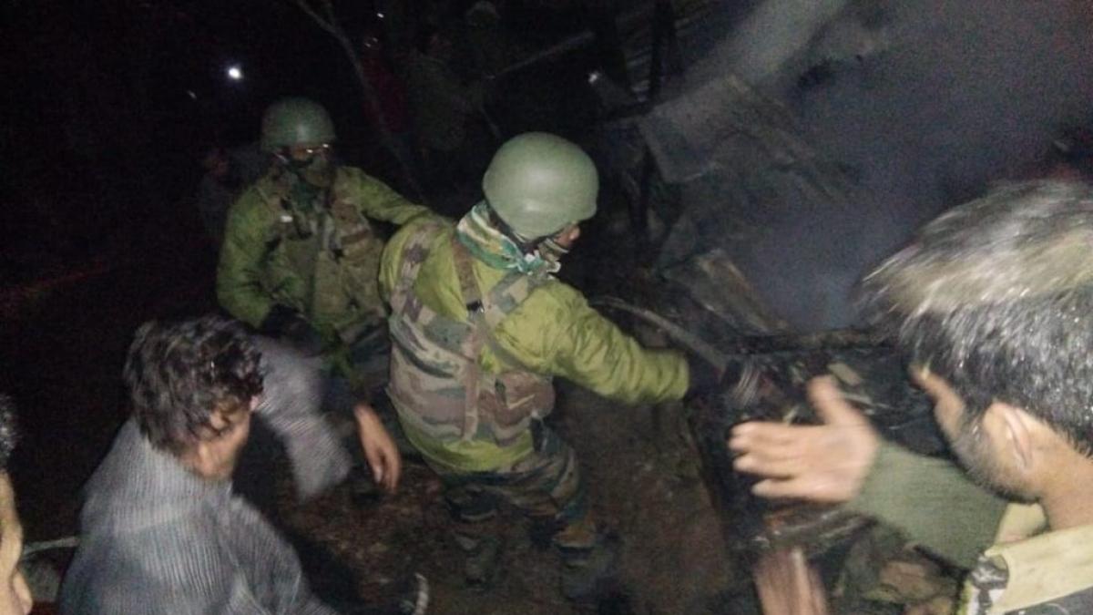 नवजीवन बुलेटिन: कश्मीर में आतंकियों पर अटैक, मारा गया जैश-ए-मोहम्मद का टॉप कमांडर मुन्ना लाहौरी, देखिए 4 बड़ी खबरें