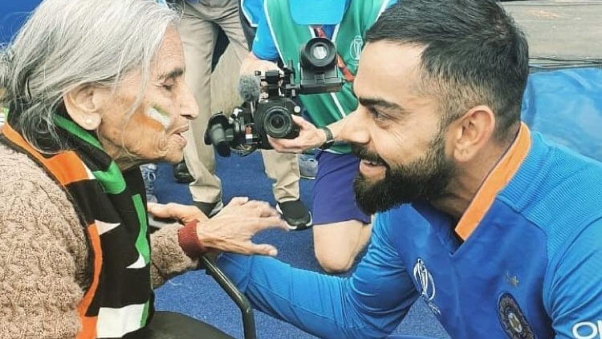 वर्ल्ड कप 2019: सेमीफाइनल और फाइनल में भी टीम इंडिया की 'सुपर फैन' का दिखेगा जलवा, विराट ने कर दिया इंतजाम