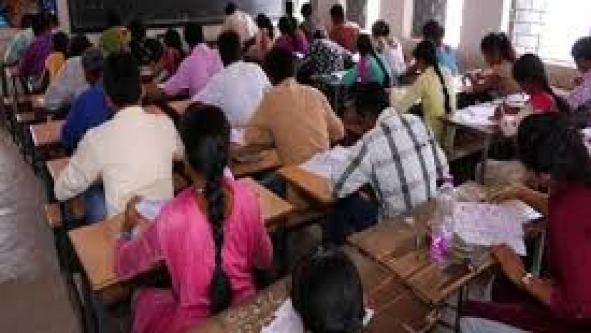पीएम मोदी के गुजरात में सामूहिक नकल का खुलासा, 12वीं क्लास के हजार छात्रों ने एक सवाल का एक जैसा दिया जवाब