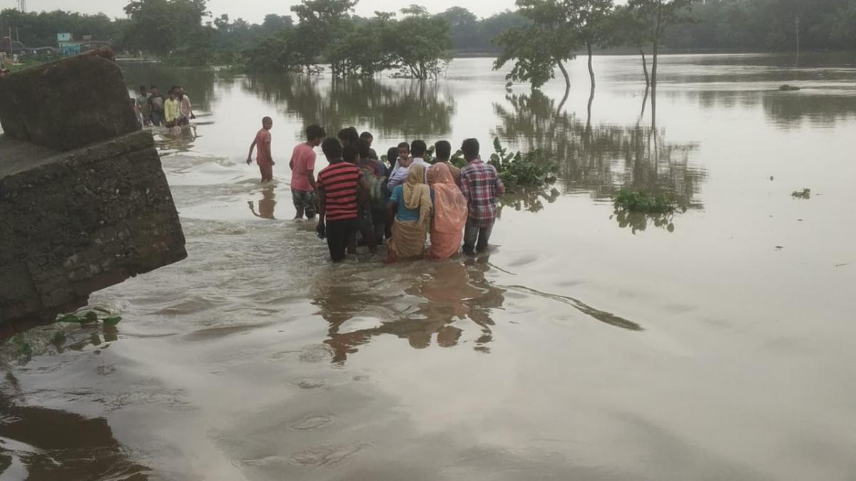 नवजीवन बुलेटिन: बाढ़ और बारिश से आधा देश बेहाल, बिहार और असम में अब तक 200 लोगों की मौत, देखिए 4 बड़ी खबरें