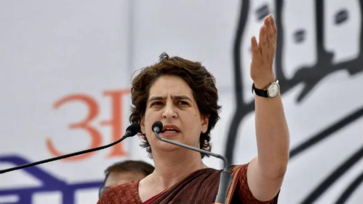 अर्थव्यवस्था संकट: प्रियंका गांधी का बीजेपी पर निशाना, कहा- देश में इस भयंकर मंदी का जिम्मेदार कौन?
