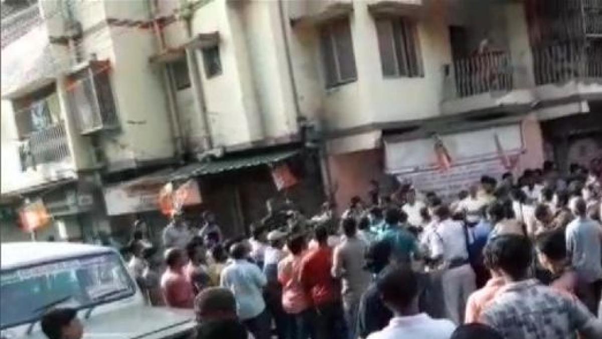 पश्चिम बंगाल के बीजेपी अध्यक्ष दिलीप घोष पर भीड़ ने किया हमला, 2 कार्यकर्ता हुए जख्मी, जानिए क्या है मामला