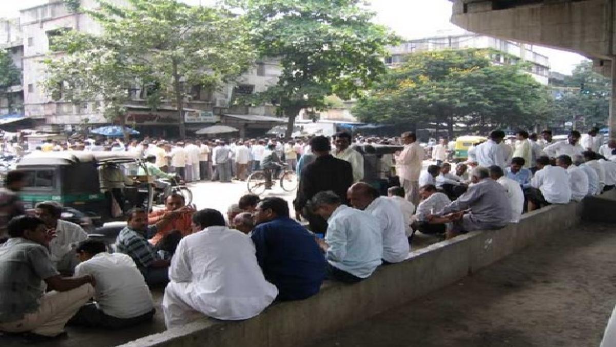 आर्थिक मंदी की मार से हीरा कारोबार भी बेहाल, पीएम मोदी के गुजरात में गई हजारों  लोगों की नौकरी