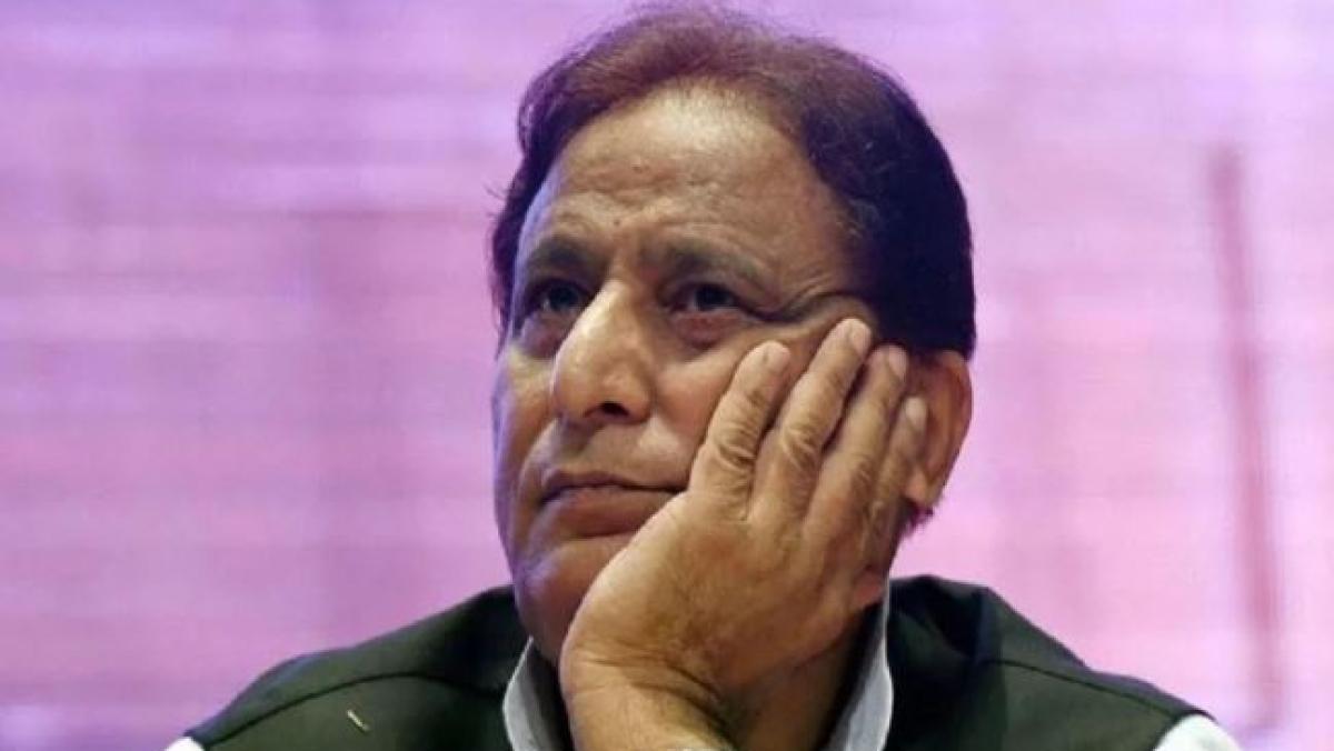 भूमाफिया का तमगा लगने और दर्जनों केस दर्ज होने से डरे आजम खान? करीब एक महीने से रामपुर में अपने घर नहीं लौटे