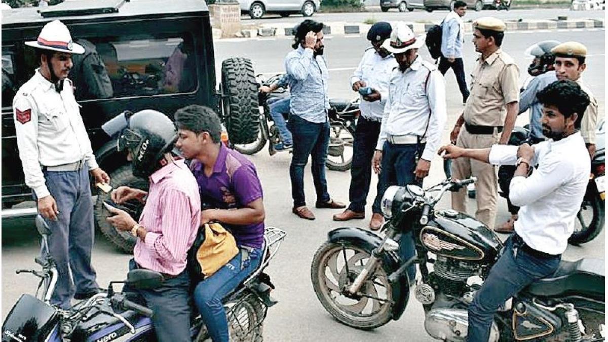 मोटर वाहन कानूनः जुर्माने की मार से नहीं चलेगा काम, व्यवस्था का भय बनाना ही है समस्या का समाधान