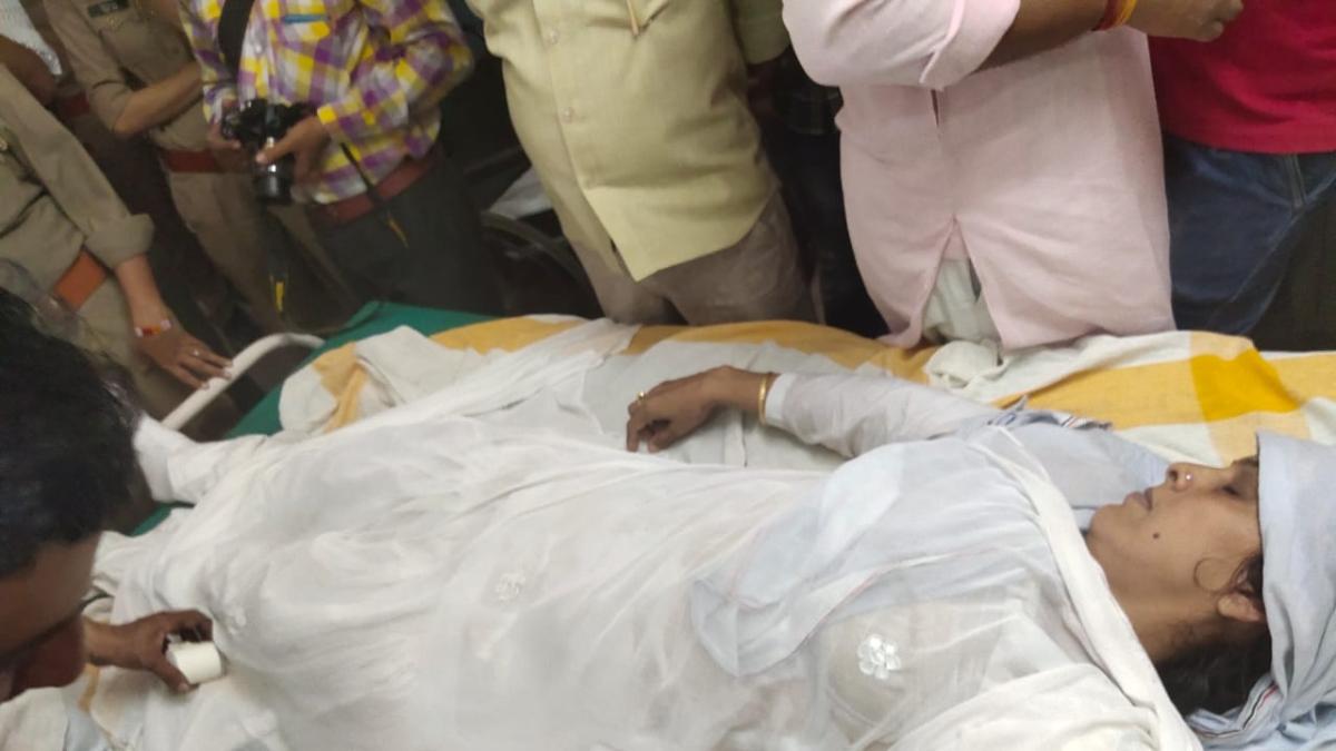 यूपी: सहारनपुर में महिला बीजेपी नेता ने विधायक के घर पर की आत्मदाह की कोशिश, हालात गंभीर, लगाए संगीन आरोप