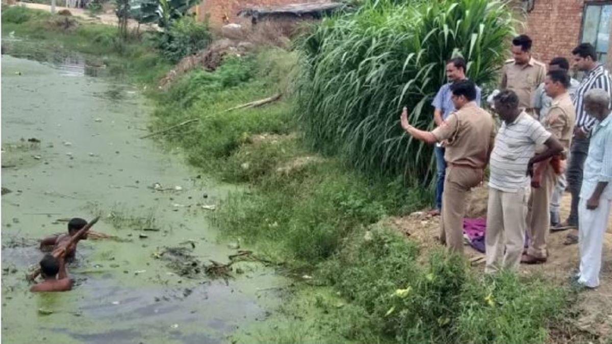 योगीराज में दिल दहलाने वाली घटना, गरीबी से परेशान पिता ने 20 दिन की जुड़वां बेटियों को तालाब में फेंका, हुई मौत