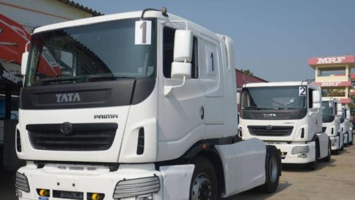 मंदी का असर: कार-बाइक ही नहीं ट्रकों की बिक्री  भी 60 फीसदी गिरी, मारुति ने बंद किया 2 कारखानों में उत्पादन