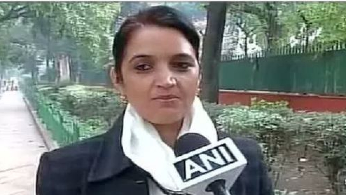 बड़ी खबर LIVE: वीडियो देखें कैसे दक्षिण दिल्ली की पूर्व मेयर को उनके बीजेपी नेता पति ने सरेआम मारा थप्पड़