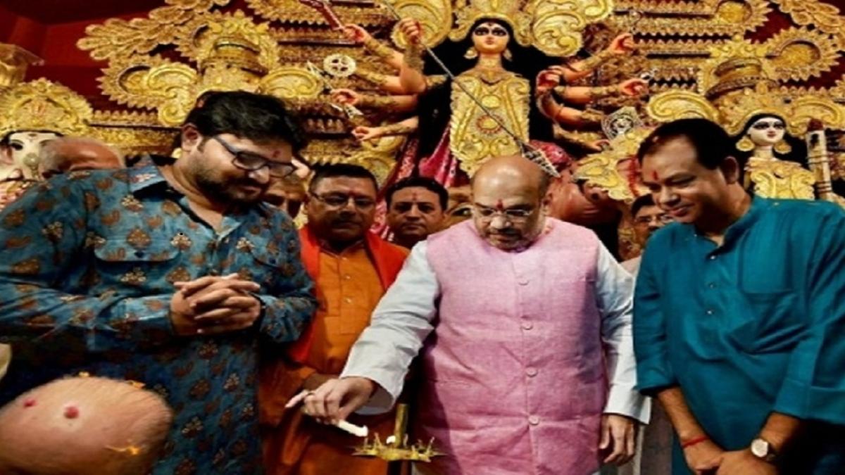बंगाल में सांप्रदायिक ध्रुवीकरण के साथ दुर्गा पूजा की राजनीति के सहारे अपने पैर पसारना चाहती है बीजेपी