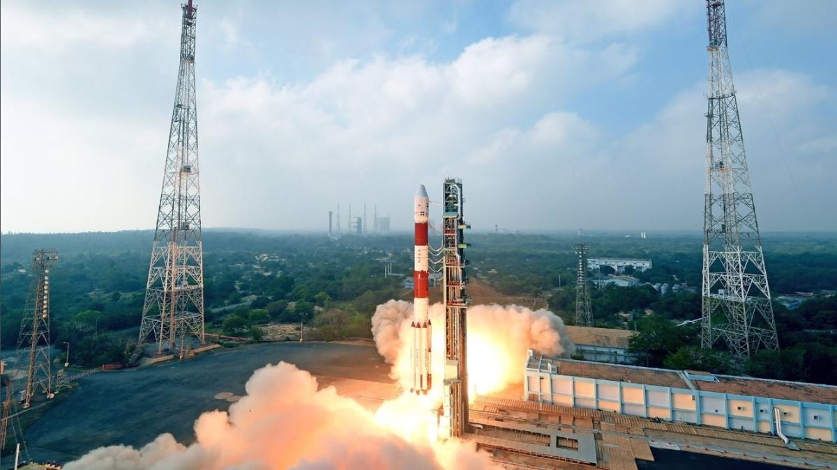 हिंदुस्तान का 'निगहबान' मिलिट्री सैटेलाइट कार्टोसैट-3 लॉन्च, अंतरिक्ष से रखेगा दुश्मनों पर नजर