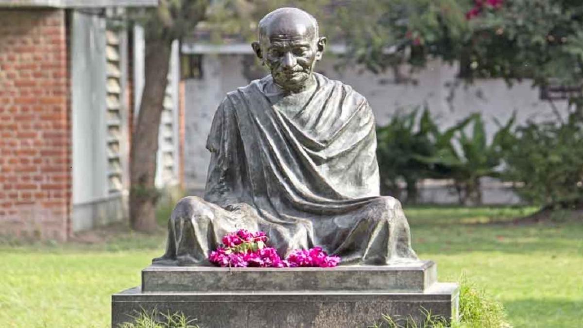 पर्यावरण संकट से निपटने में अगर गांधी का संदेश समझ लिया होता, तो शहर के शहर नहीं बन जाते गैस चैंबर