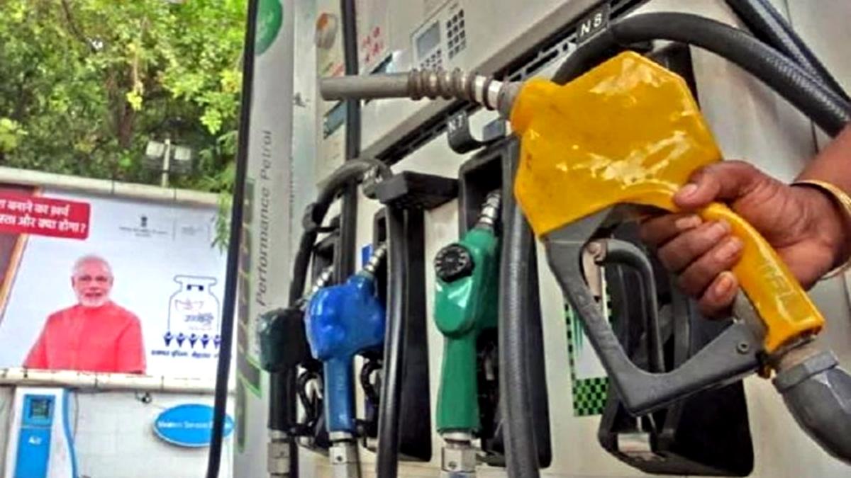 व्यापार की 5 बड़ी खबरें: पेट्रोल के दाम छठे दिन भी बढ़े, डीजल भी हुआ महंगा और फेसबुक, इंस्टाग्राम फिर डाउन