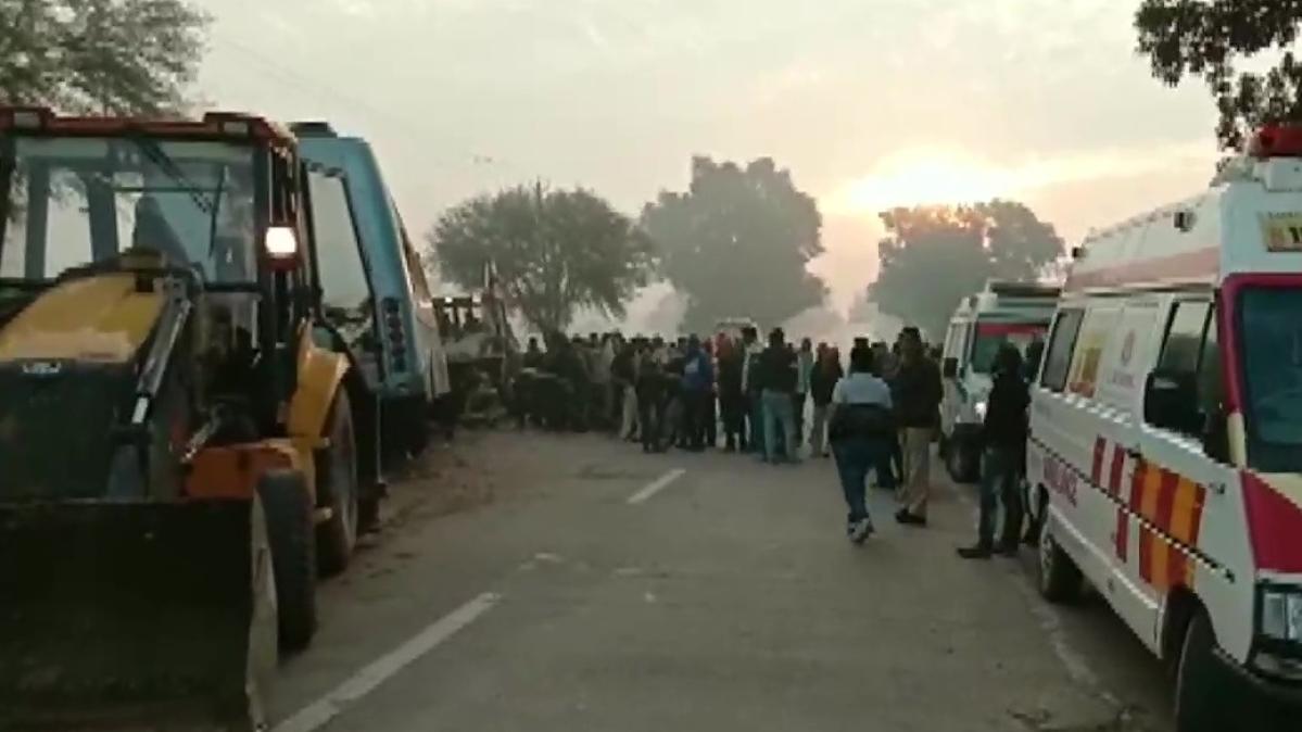 मध्य प्रदेश: रीवा में ट्रक और बस की भीषण टक्कर में 15 लोगों की मौत, कई घायल