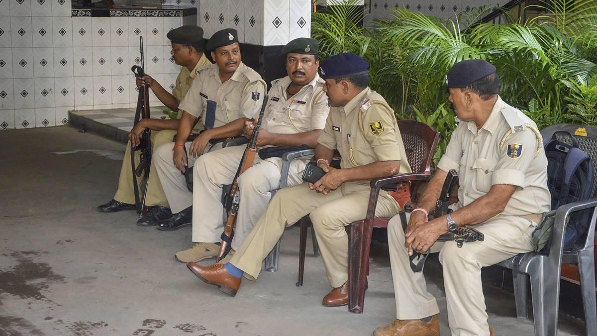 बिहार: कागज खोने पर मां, पत्नी और 3 बेटियों को उतारा मौत के घाट, खुद छत से लगाई छलांग, बचने पर हुआ गिरफ्तार