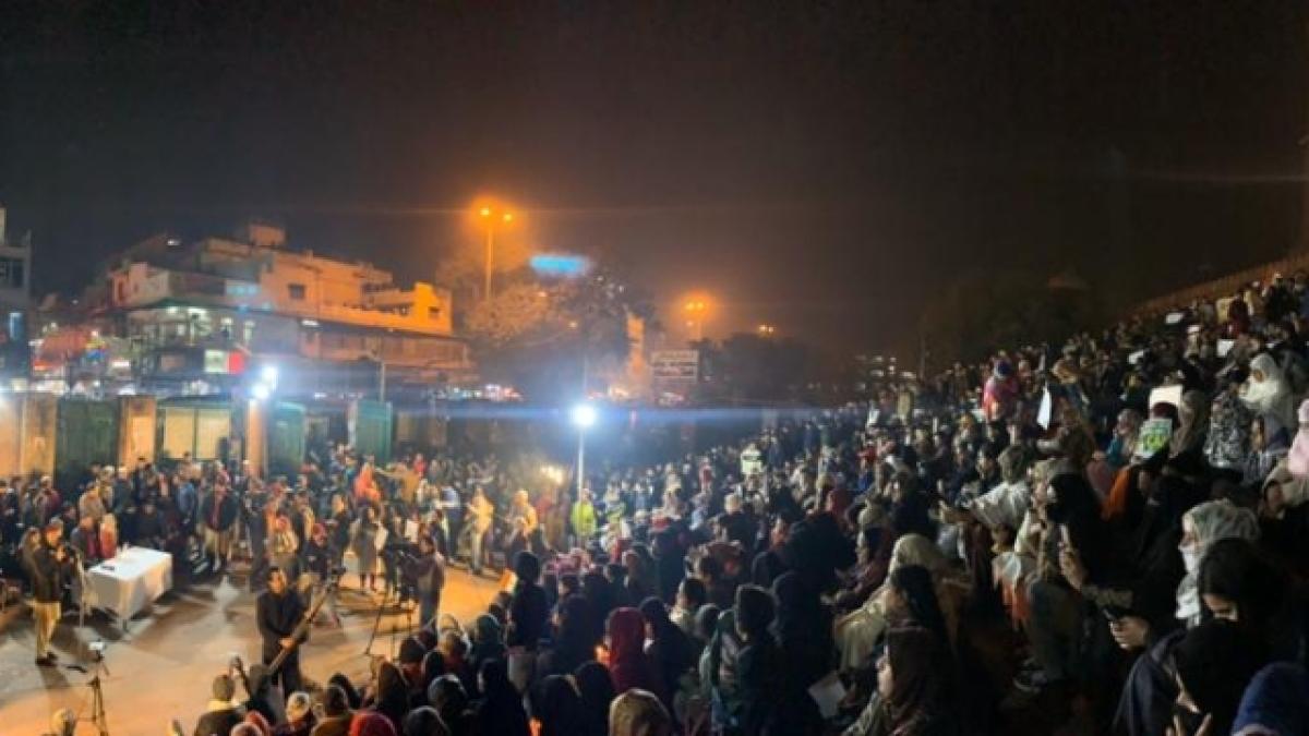 सीएए विरोध: आंदोलनकारियों ने जामा मस्जिद की सीढ़ियों पर याद किया 18 जनवरी का महात्मा गांधी का उपवास