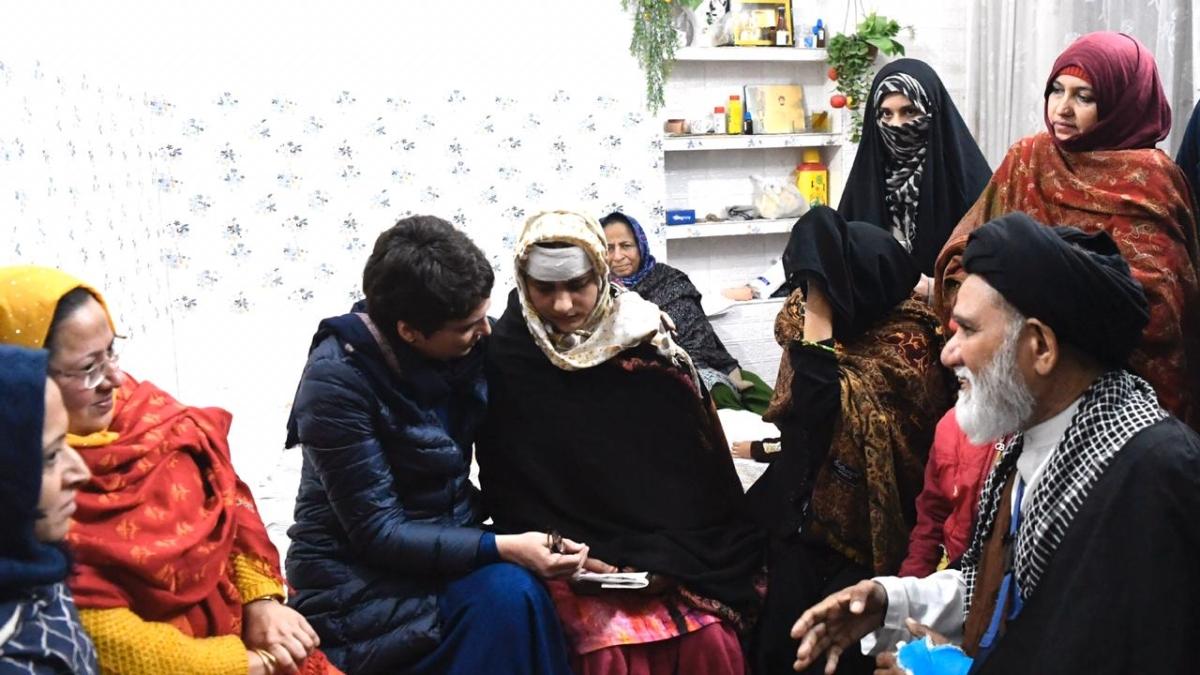 CAA हिंसा: मुजफ्फरनगर में पीड़ितों से मिलीं प्रियंका गांधी, बोलीं- बहुत अन्याय हुआ है, हम करेंगे हर संभव मदद