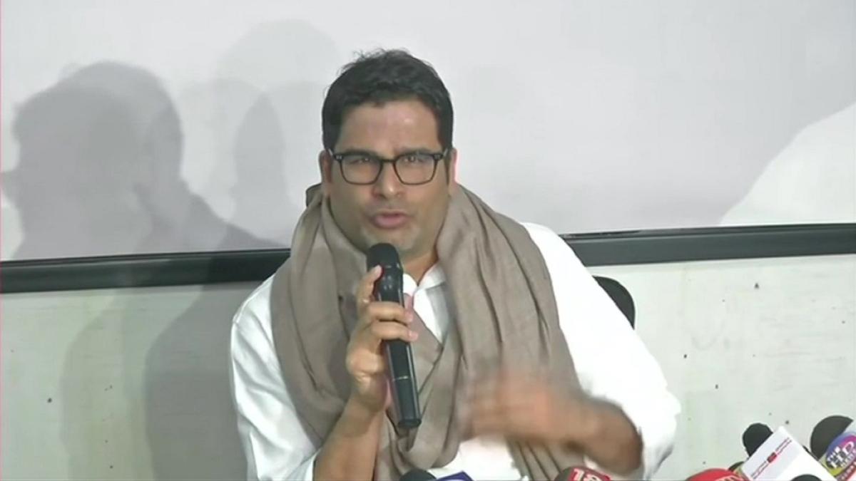 जेडीयू से निकाले जाने के बाद PK ने पहली बार तोड़ी चुप्पी, कहा- गांधी के हत्यारे गोडसे की तरफ है JDU का झुकाव