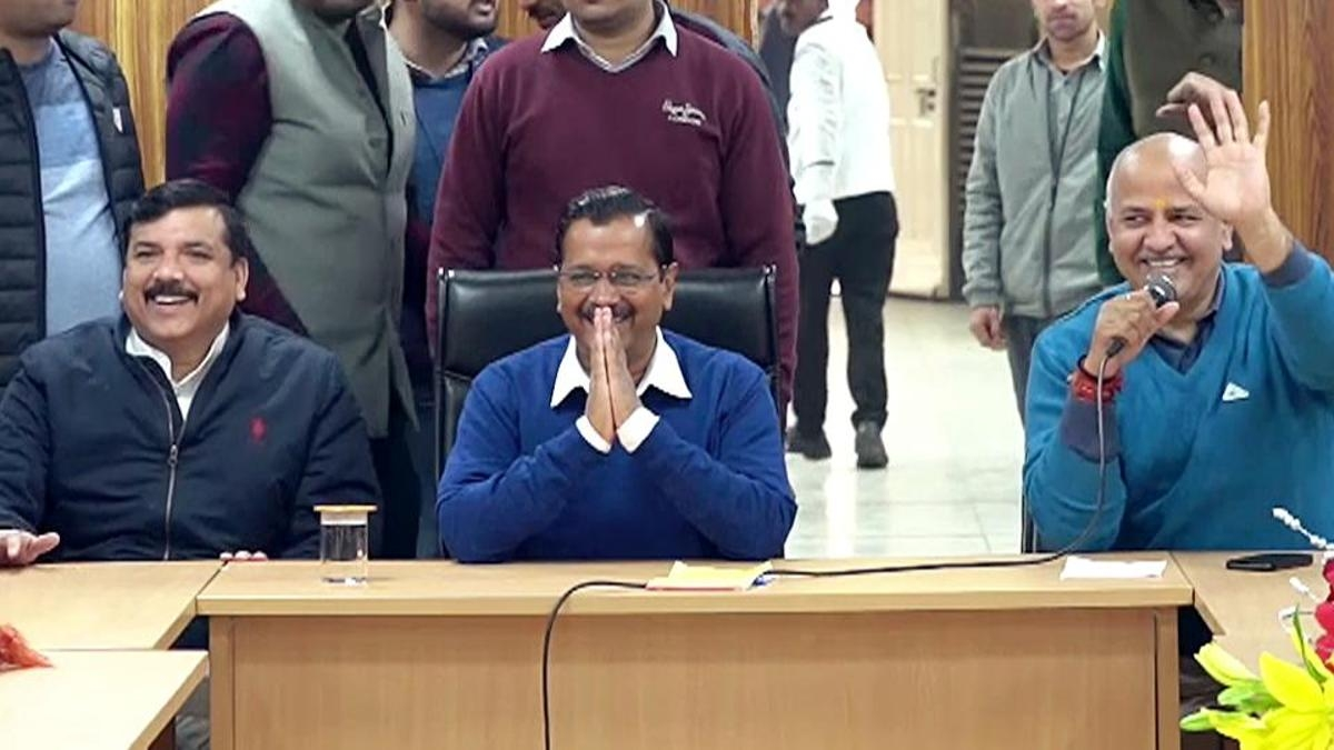 नवजीवन बुलेटिन: केजरीवाल ने संभाला दिल्ली के सीएम का पदभार और जेडीयू में उठते बगावत के सुर