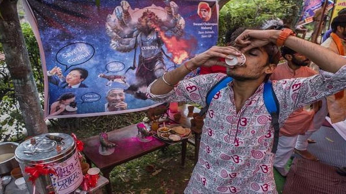 विष्णु नागर का व्यंग्यः हमारे पास कोरोना का रामबाण इलाज, पूरे देश में यज्ञ से मुआ लंगोट छोड़ भागेगा!