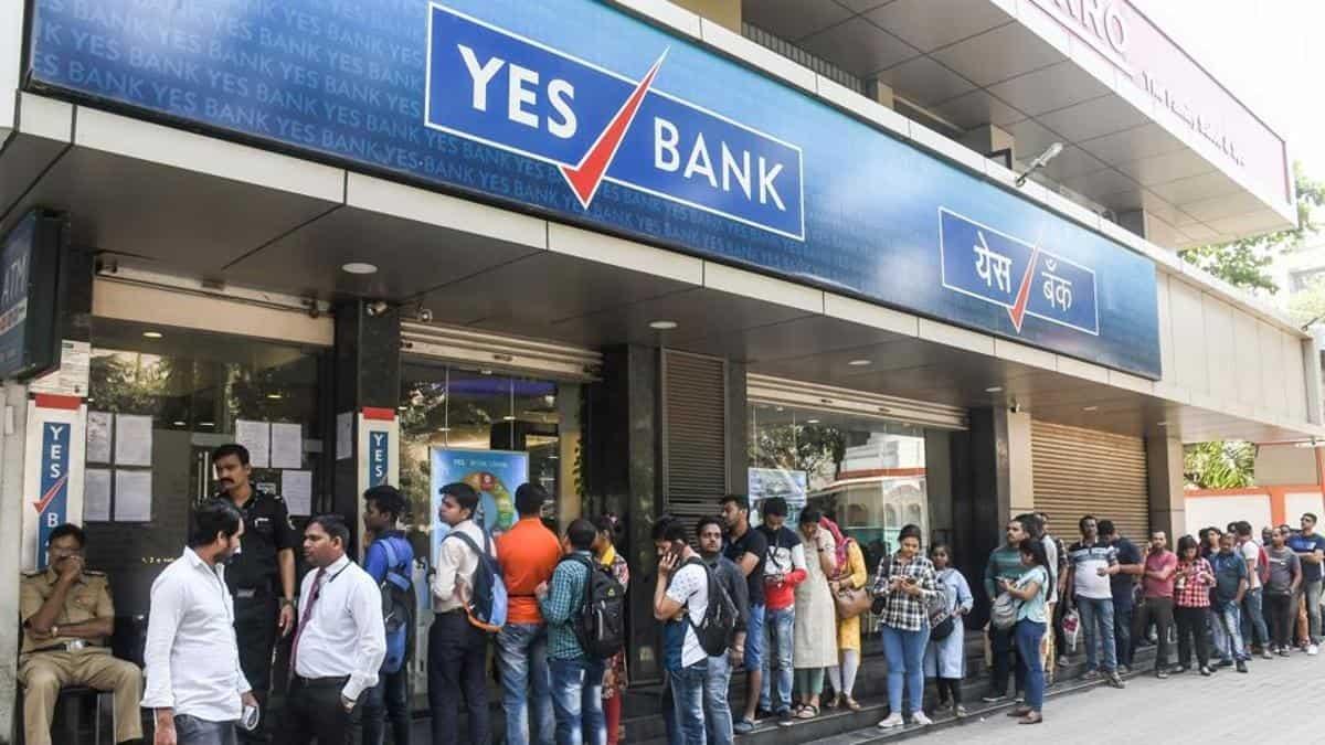 YES Bank ने बहाल की कई सुविधाएं, अन्य बैंक खातों से ग्राहक कर सकेंगे क्रेडिट कार्ड का भुगतान