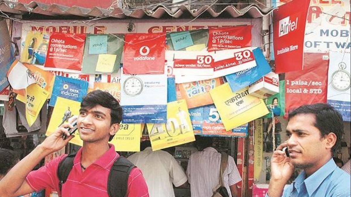 लॉकडाउन: प्रियंका गांधी के पत्र के बाद हरकत में आई सरकार, टेलीकॉम कंपनियों से कहा- न बंद करें प्रीपेड मोबाइल