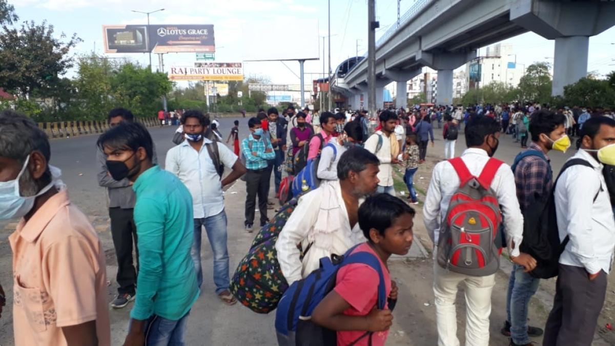 वीडियो: झूठे साबित हुए योगी सरकार के दावे, जारी है मजदूरों का पैदल मार्च, कहीं नहीं है कोई व्यवस्था