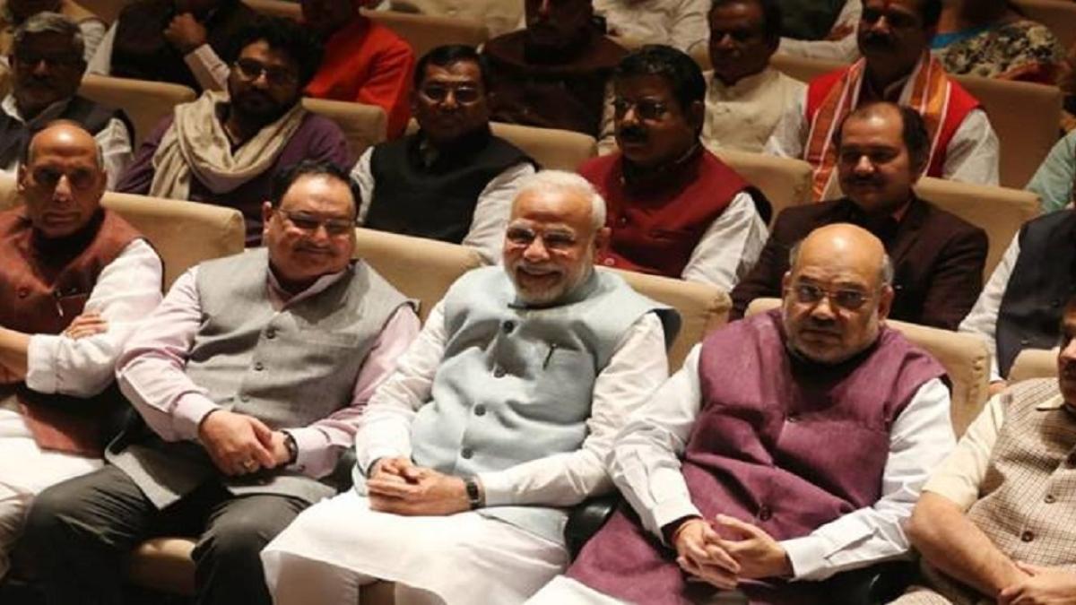 क्या शाह ने मोदी से कुछ ऐसा छिपाया है कि रिश्तों में आ गई खटास, आखिर सीन से गायब क्यों हैं गृहमंत्री !